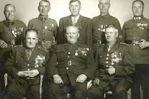 LEGIONÁŘI Z BITVY U ZBOROVA z Jaroměře na společném snímku z roku 1947.