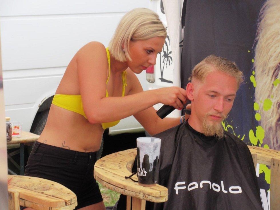 VLASY, které na festivalu věnovaly i Adriana a Lukáš, poputují nemocným.
