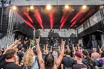 O víkendu se josefovská pevnost opět proměnila na metalovou restauraci, která podávala velmi ostré hudební pochutiny.