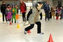 """V sobotu po obědě patřila ledová plocha Wikov arény tradičnímu """"Karnevalu na ledě""""."""