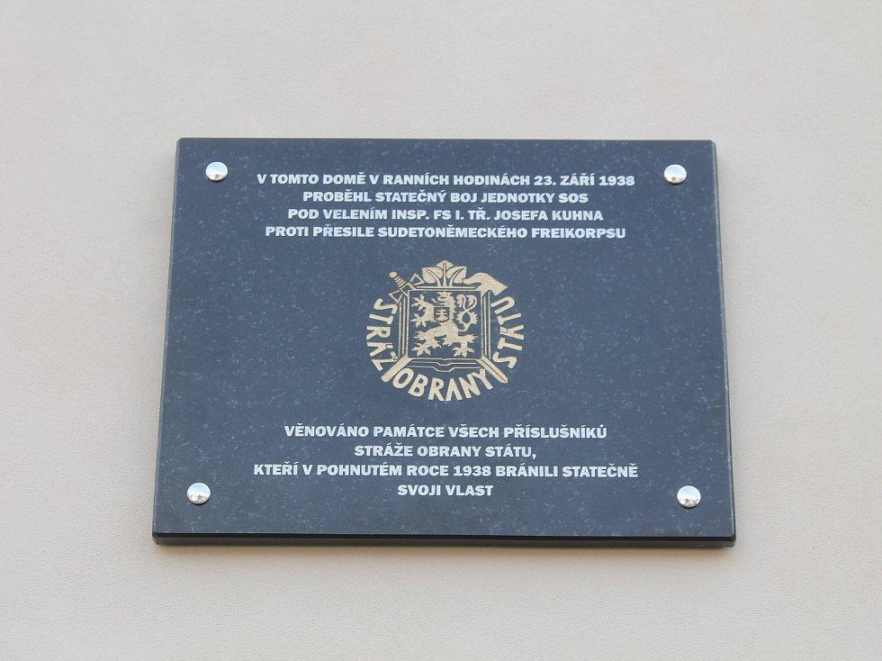 Před budovou někdejšího celního úřadu odhalení pamětní desky připomnělo události, ke kterým došlo přesně před 80 lety. Dne 23. září 1938 v  hodin ráno byl střelbou z pušek a kulometů a ručními granáty napaden celní úřad.