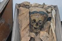 První pohřeb do krypty se konal roku 1734, Vzhledem k zápachu bylo ale pohřbívání v chrámu po roce 1782 zakázáno.