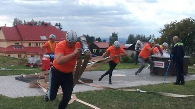 KVALITNÍ družstvo Černčic připravila o lepší umístění chyba na rozdělovači.