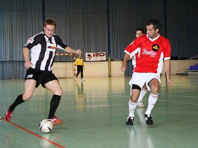 Domácí prostředí by mělo futsalistům Golla Běloves (při napadání) pomoci v sobotních utkáních Celostání futsalové ligy.