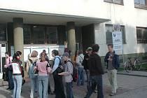 Mladí absolventi škol, kteří nemají práci, mohou vyrazit na stáž do Španělska.