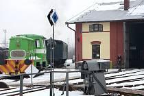 Obyvatelé ulice Josefa Šímy v Jaroměři se zase po odevzdání hlasu mohli projít mezi historickými mašinkami v Železničním muzeu Výtopna Jaroměř.
