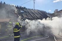 Požár nebydleného domu v Náchodě.