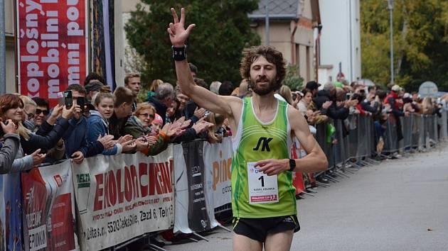 61. ročník silničního běhu Hronov-Náchod opanoval vytrvalec novoměstského Sportovního klubu Kamil Krunka.