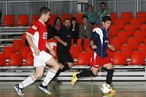 Čtyřgólové poločasové manko už futsalisté SK Goll Běloves (v červeném) smazat nedokázali.