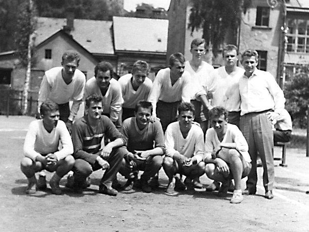 Snímek prvních hráčů.