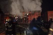 Železniční historický vůz v muzeu zničily plameny.