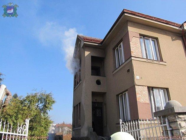 Požár verandy u rodinného domu v Husově ulic v Červeném Kostelci.