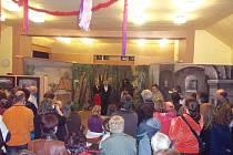 O víkendu se uskutečnila na sále pohostinství v Hořičkách vernisáž výstavy Malované opony.