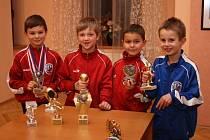 Se svými individuálními oceněními se pochlubili zleva – Petr Hoffman, Ondřej Melichar, Denny Samko a Jan Melichar.