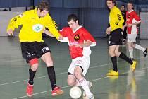 V zápase proti Jilemnici se sice běloveský Kamil Belák (v červeném) netrefil, proti Novému Boru ale zaznamenal dva góly.