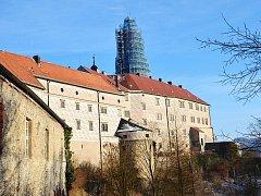 Oprava věže náchodského zámku.
