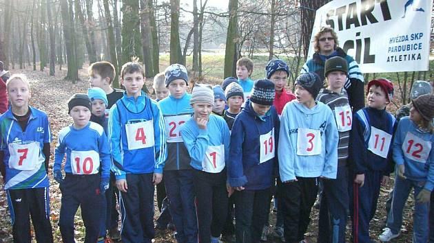 Slušné zastoupení měly v tradičním Mikulášském běhu kromě dospělých kategorií také ty mládežnické.