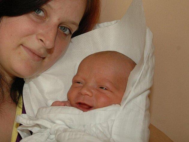 Šimon Kotyza se narodil 19. května ve 22.29 mamince Michaele Boldiové. Vážil 3,64 kilogramu a měřil 50 centimetrů. Doma v Broumově na ně čeká otec Jan Kotyza a syn Honzík.