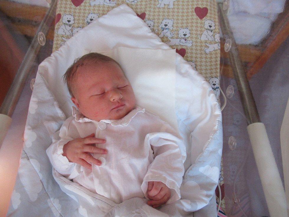 Matěj spatřil světlo světa v neděli 26. dubna 2020 v 8:49 hodin. Chlapeček vážil 3,67 kg a měřil 50 cm.