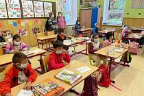 Do spojené třídy v ZŠ v Kladské mezi druháky a čtvrťáky usedli i čtyři prvňáčci.