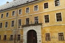 ČTVERCOVÁ KASÁRNA v Josefově chátrají. Autoři myšlenky věznice od plánu ustoupili.
