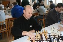 V okresním derby s Jaroměří zaznamenal půl bod červenokostelecký Vacek, který ve své partii remizoval s domácí Vlčkovou.