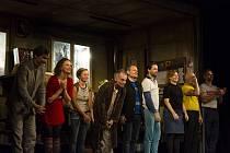 V sobotu 10. října se hrálo odložené benefiční představení Dejvického divadla Ucpanej systém pro organizaci PFERDA z.ú.