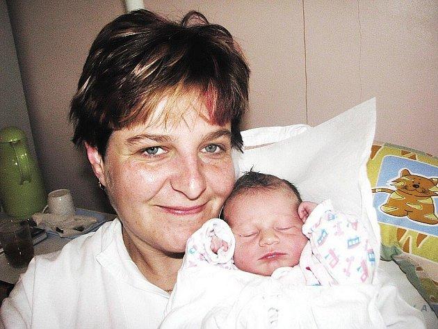 ELIŠKA ŘEZNÍČKOVÁ se narodila 4. 12. ve 3:40 hod. s délkou 49cm a váhou 2,85 kg. S rodiči Monikou a Petrem, a také se dvěma sestřičkami Petrou a Míšou, má domov v Teplicích nad Metují.