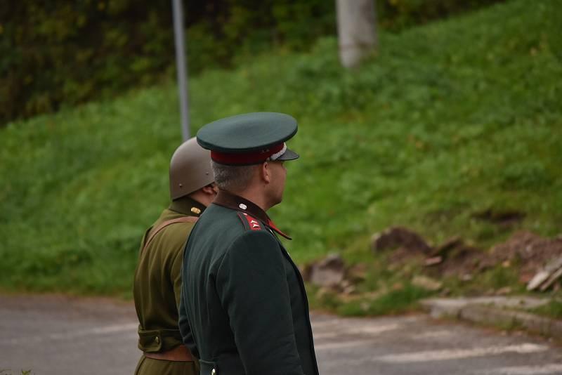 Příslušníci Královéhradecké jednoty Československé obce legionářské   připomněli útok, k němuž došlo přesně před 83 lety, kdy byl 23. září 1938 v pět hodin ráno střelbou z pušek a kulometů a ručními granáty napaden celní úřad v Božanově.
