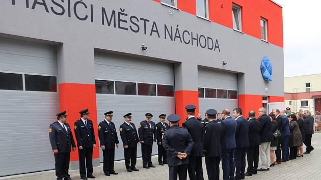 Náchodští dobrovolní hasiči mají novou zbrojnici.