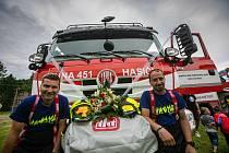 První červencovou neděli oslavili hasiči v Teplicích nad Metují rozšíření vozového parku o novou techniku. Požehnání se dostalo i hasičskému praporu.