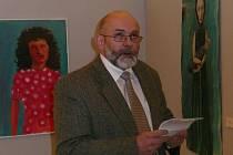Výstavu zahájil mezi vystavenými pracemi ředitel galerie  Jan Kapusta.