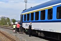 Cestující začali jezdit za turistikou ve velkém a především přišel nápor cyklistů využívajících veřejnou dopravu. A protože mimo pracovní dny je veřejná doprava do atraktivních míst v kraji stále ještě zredukována na polovinu, byly vlaky plné cestujících.