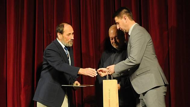 Herec a režisér Jan Brož obdržel Zlatý odznak J. K. Tyla.