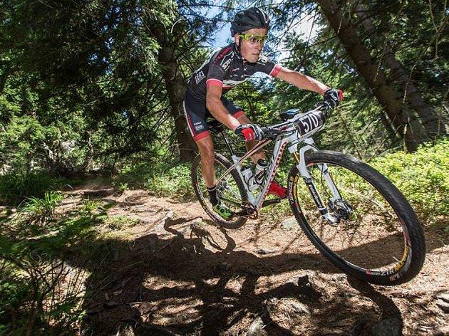 ČERVENOKOSTELECKÝ biker Michal Kaněra má za sebou velmi úspěšnou první polovinu roku, v té druhé ho čekají mimo jiných také dva závody extrémních štafet.