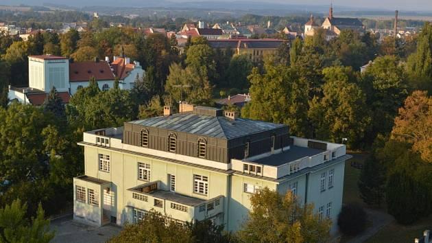 Pohled na Jaroměř ze střechy gymnázia.