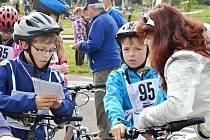 Cyklisté se utkali o pohár novoměstského starosty. Na dětském dopravním hřišti v Bělovsi předvedli jízdu, zručnost i znalosti.