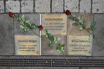 Chodník slávy připomíná tři významné absolventy broumovského gymnázia.