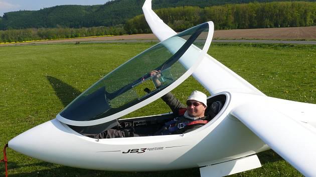 David Mach je několikanásobným mistrem republiky v kategorii juniorů a mistrem republiky v kategorii dospělých v bezmotorovém létání. Hlavní zázemí má na velkopoříčském letišti, kde létá pod hlavičkou hronovského aeroklubu.