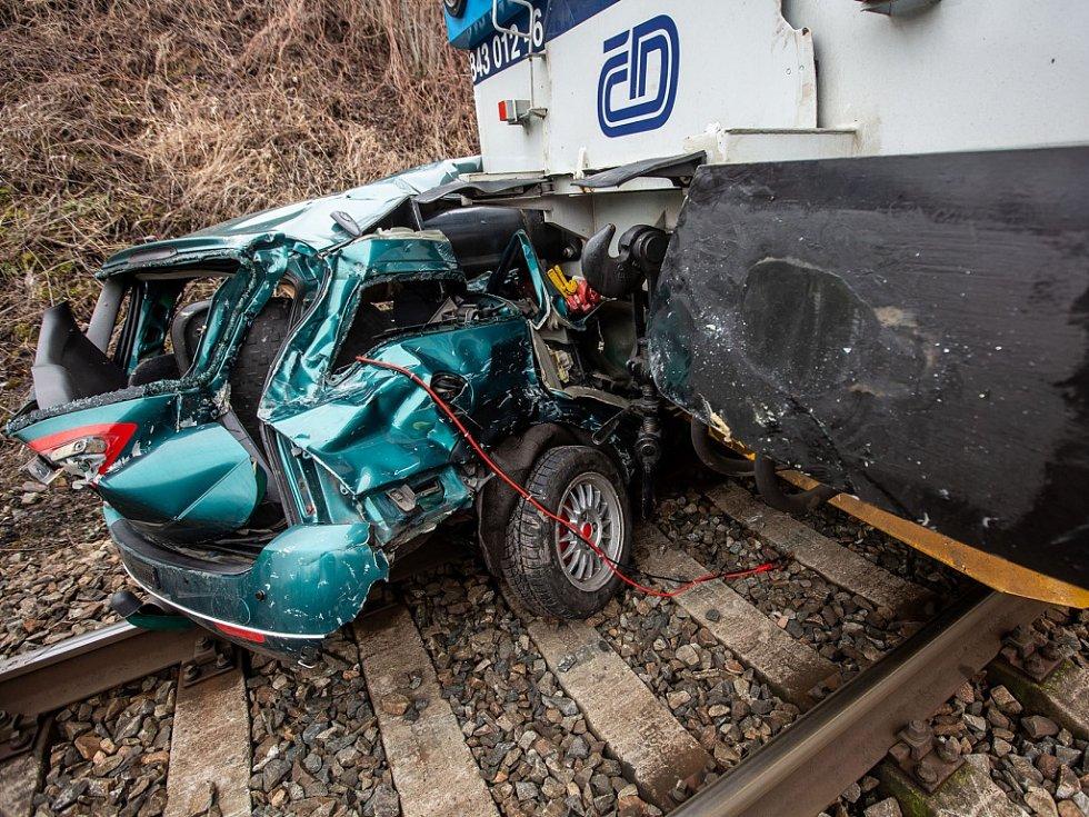 Srážka vlaku s autem. Archivní foto.