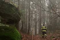 Vlokalitě Broumovských stěn zabloudila žena, která ztratila ve skalách orientaci a nevěděla, jakým směrem jít. Hasiči ji našli ještě před příchodem tmy.