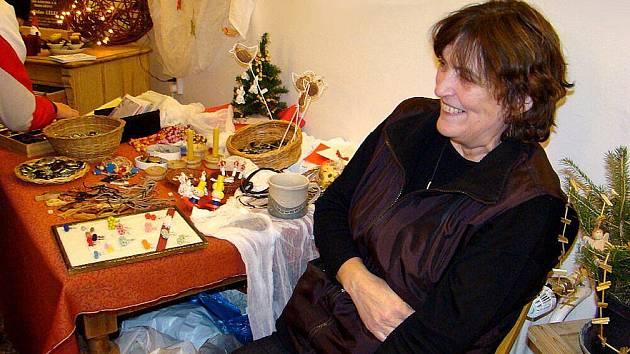 Krajky Marcely Hovadové (na snímku) už mohli obdivovat návštěvníci řady výstav v mnoha zemích, a to nejen v Evropě, ale dokonce také v Americe.