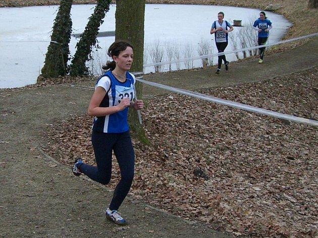 Čtrnáctým místem mile svého trenéra překvapila na MČR v přespolním běhu dorostenka Anna Zikmundová.