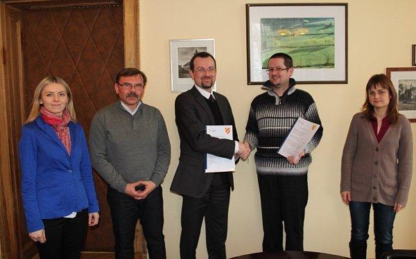 ZÁSTUPCI českého Kladského pomezí a polského Kladského hrabství uzavřeli dohodu ovzájemné dlouhodobé spolupráci.