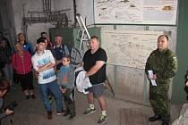 NÁCHODSKÝ STAROSTA Jan Birke v maskáčích v sobotu vítal turisty v pevnosti na Dobrošově.
