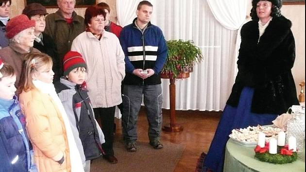 Na zámku v Ratibořicích vítá návštěvníky paní kněžna.