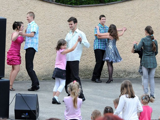 V parku Aloise Jiráska se konala závěrečná akademie místního Domu dětí a mládeže Domino.