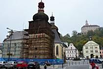 KOSTEL SV. VAVŘINCE v Náchodě se dočká dokončení oprav střechy a jižní věže. Bude mít i novou fasádu.
