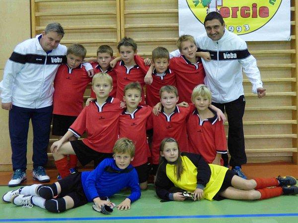 JEDINOU výhru si vletošním prvním turnaji Zimní halové ligy připsali fotbalisté OFS Náchod kategorie U10, kteří ze čtyř soupeřů porazili jen OFS Trutnov.
