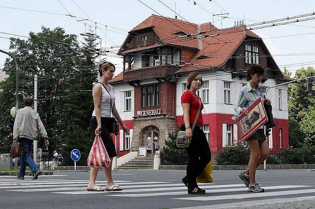 Vila Anička v Hradci Králové je stále kulturní památkou. Ministr kultury totiž zamítl rozklad, který koncem února podal majitel objektu – Generali pojišťovna proti v pořadí již druhém rozhodnutí o tom, že se budova stane chráněnou.